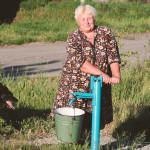 Wasserholen am Brunnen