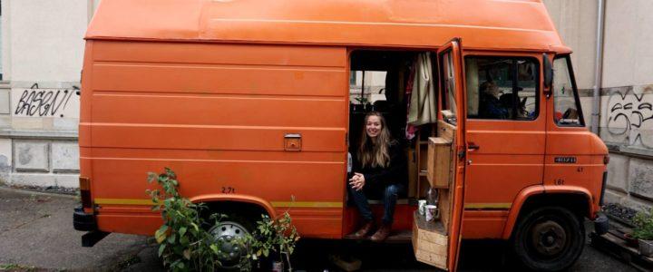 """>> Auf einer Reise im Auto zu wohnen erscheint spannend und """"normal"""". Aber wenn man dieses Prinzip zu Hause leben möchte?"""